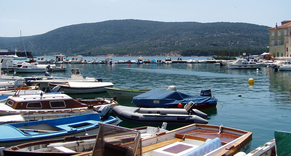 Cres sea port
